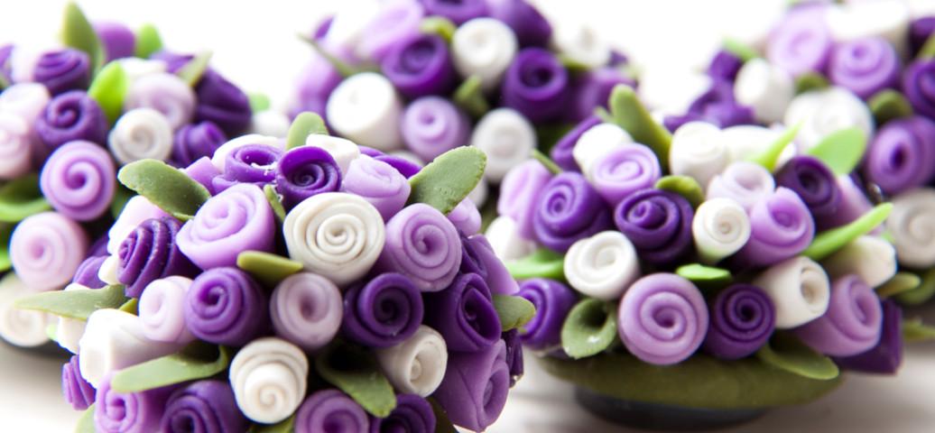 Detalle de una de nuestras flores de cerámica.
