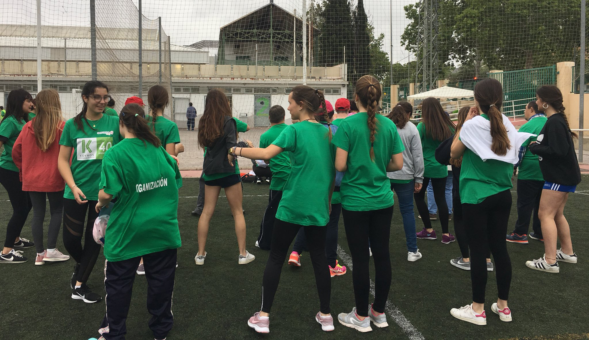 Personas jóvenes bailando