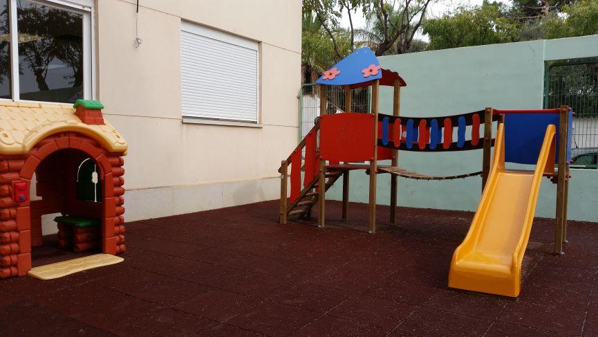Una nueva zona de juegos en nuestro patio.