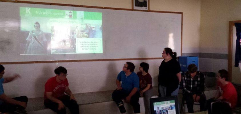 Alumnos de Transición a la Vida Adulta presentando su proyecto en EPLA Godella.