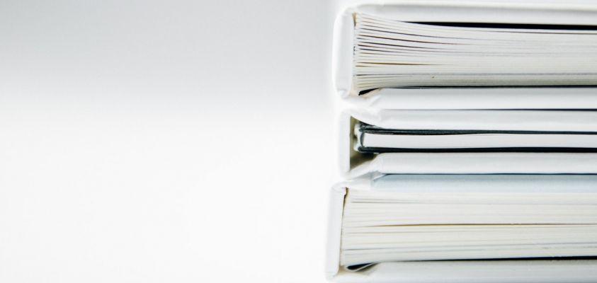 Cuadernos y carpetas con documentos