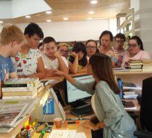 Alumnado de Transición a la Vida adulta obteniendo el carnet de la Biblioteca Municipal de Godella